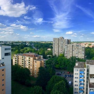frankfurt-suburbs-skyline-trees-sky