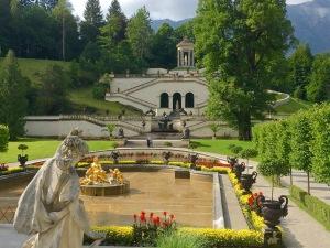 linderhof-castle-germany-garden-fountain